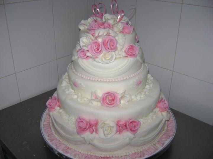 Tort mireasa 18