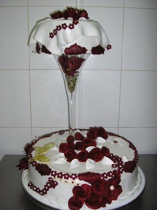 Tort mireasa model 32