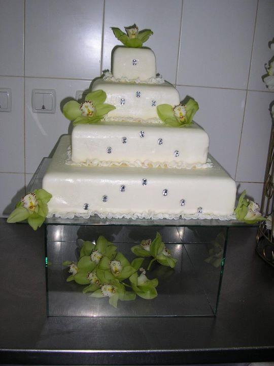 Tort mireasa model 33
