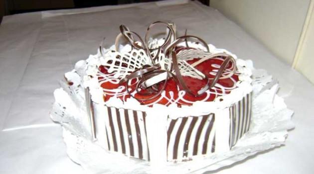 model tort aniversare 17